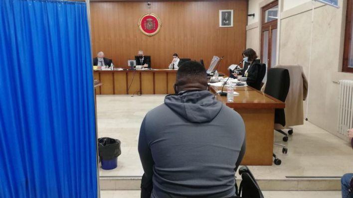 Una menor tutelada declara que tuvo relaciones sexuales consentidas con un acusado