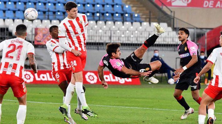 Un espectacular gol de Abdón permite al Mallorca recuperar el liderato