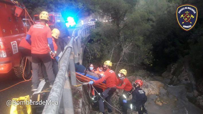 Rescatan a un hombre de 55 años tras caerse en el torrente del Coll de Sóller