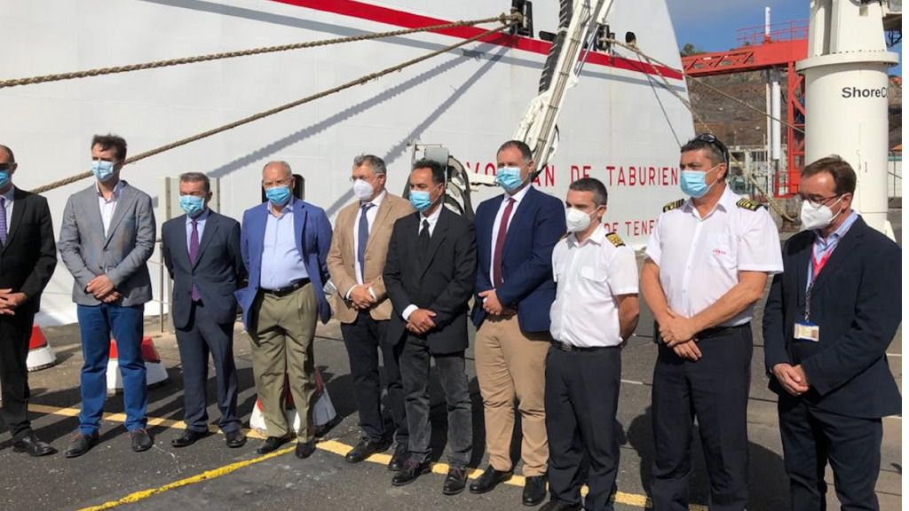 Naviera Armas estrena un nuevo tipo de conexión eléctrica tierra-barco en su 'Volcán de Taburiente'