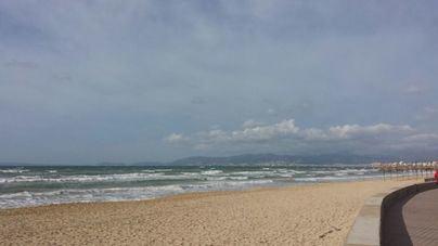 Aminoran los vientos y cielos con menos nubes en Baleares