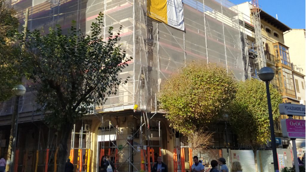 Un estudio de Madrid rehabilita un edificio centenario de Sindicat para construir ocho viviendas