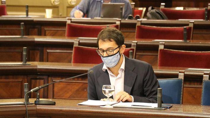 Negueruela, en el Parlament: 'Baleares volverá a ser el primer destino del Mediterráneo; cuenten con ello'