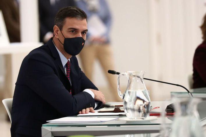 Pedro Sánchez en cuarentena tras estar con Macron, que ha dado positivo en Covid