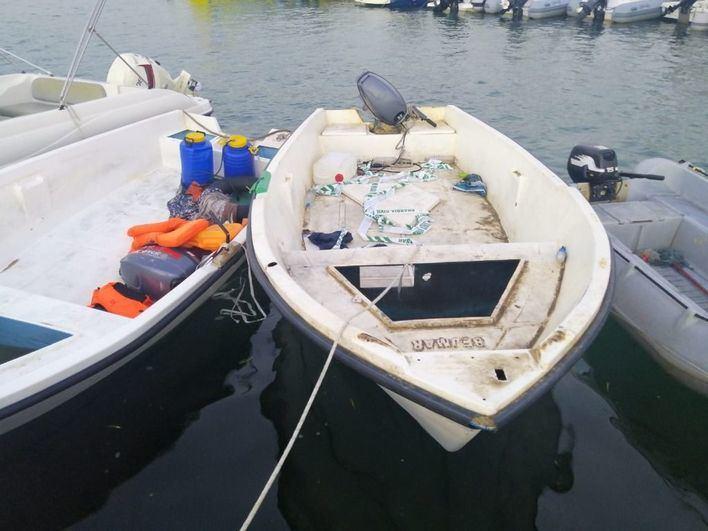 Interceptan una patera con 23 migrantes a bordo en Cala Figuera