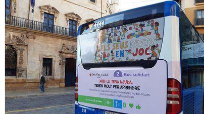 'Bus solidario' de la EMT de recogida de juguetes para niños vulnerables