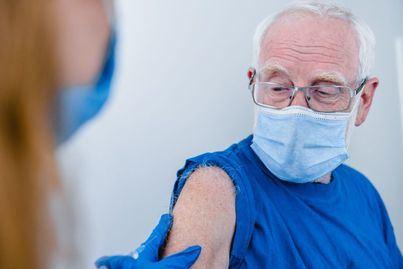 Alertan de llamadas falsas a ancianos en Baleares para vacunarles de la Covid 19 en casa
