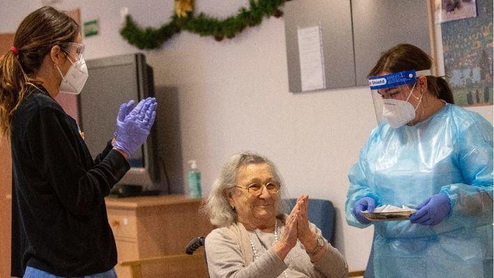 Vacunados los primeros 55 residentes y 83 trabajadores de la residencia Oms-Sant Miquel