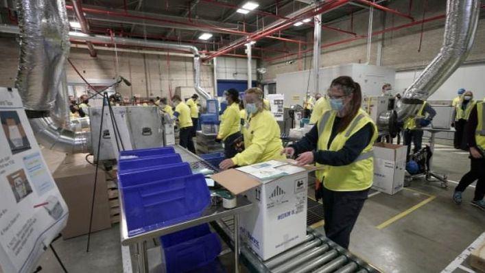Pfizer retrasa la entrega de vacunas a España por una