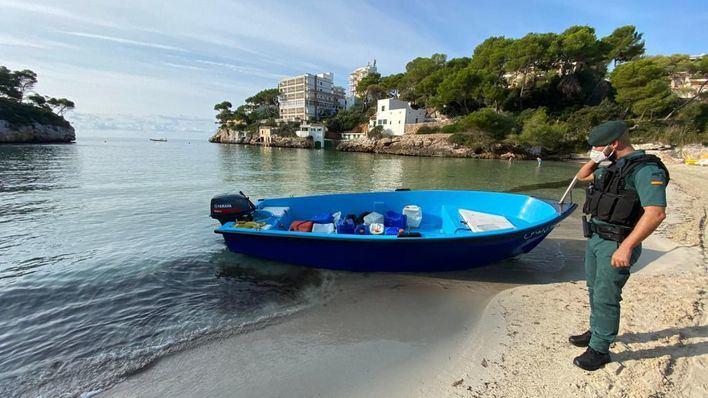 Arrestados dos argelinos por traer inmigrantes en patera a Baleares