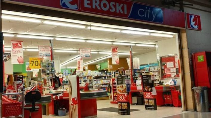 Eroski fija nuevos horarios de apertura y cierre en sus supermercados ante las restricciones