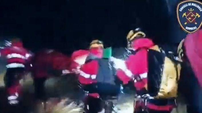 Un bombero sufre graves heridas tras despeñarse en el Torrent de Biniaraix