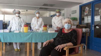 Mallorca vacunará a los ancianos de residencias pendientes entre el miércoles y el viernes