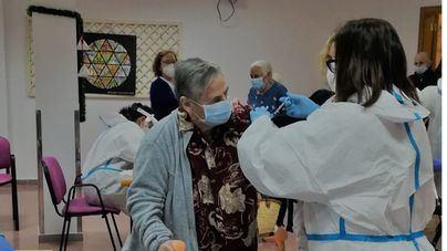 El IMAS da por concluida la primera tanda de vacunaciones en sus residencias