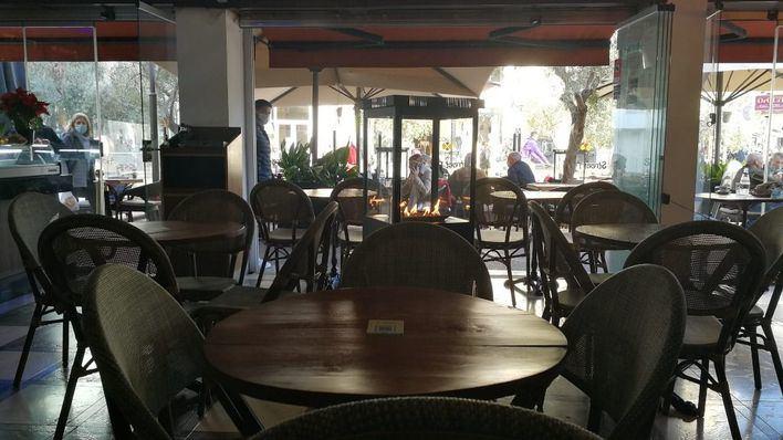 El Govern cierra dos semanas bares, restaurantes y grandes superficies