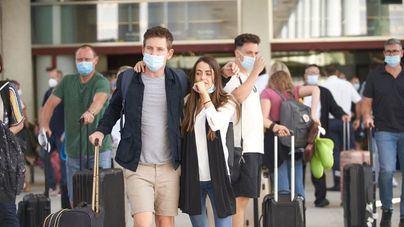 """La OMS estudia implantar """"pasaportes de vacunación"""" para viajar"""