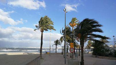 Intervalos de viento fuertes con rachas de hasta 70 km/h para hoy en Baleares