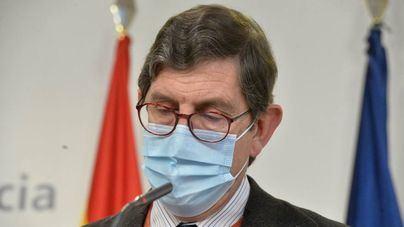Dimite el consejero de Salud de Murcia que se saltó los turnos de vacunación