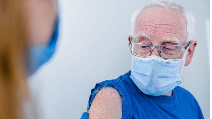 Los mayores de 80 años serán el siguiente colectivo en recibir la vacuna