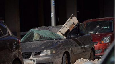 Los destrozos de Hortense: palmeras y cornisas caídas y coches aplastados