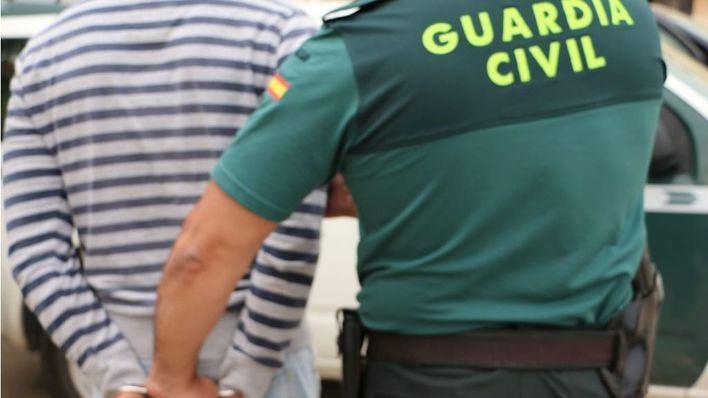 Detenidos tras robar en un punto de venta de drogas armados con un hacha y una pistola simulada