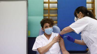 A Baleares sólo le quedan 333 vacunas en la nevera