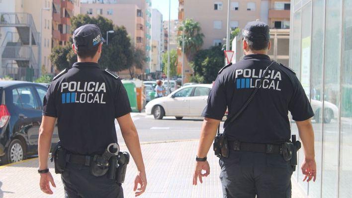 Roba en el interior de un vehículo en Ibiza tras fracturar los cristales