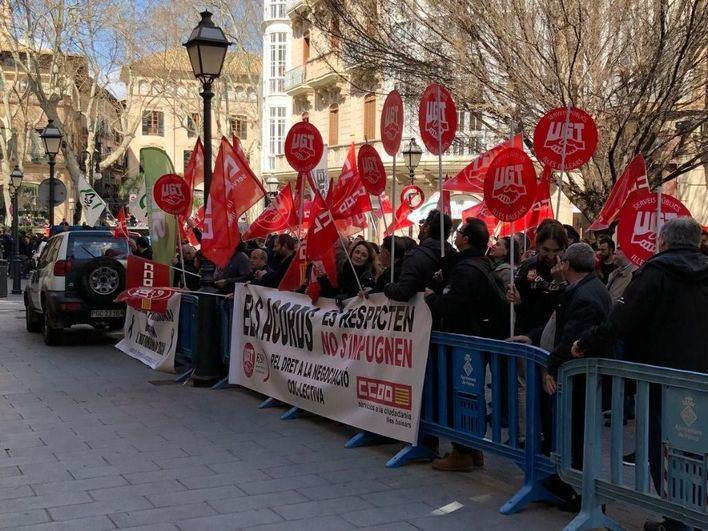 CCOO y UGT se concentran el 11 de febrero por la reforma laboral y la subida del SMI