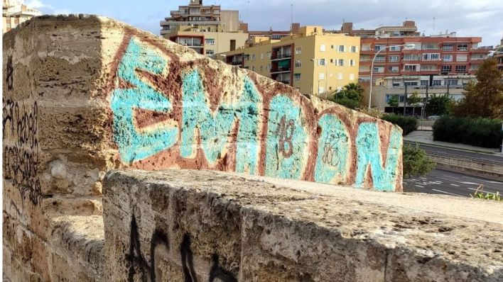 Cort creará una oficina para coordinar la limpieza de grafitis