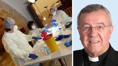 El obispo de Mallorca se pone la segunda dosis de la vacuna de la Covid 19