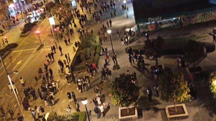 Granada se echa a la calle tras una nueva jornada de terremotos