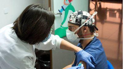 Una clara mayoría de encuestados cree que Sánchez debe priorizar a Baleares en las vacunas