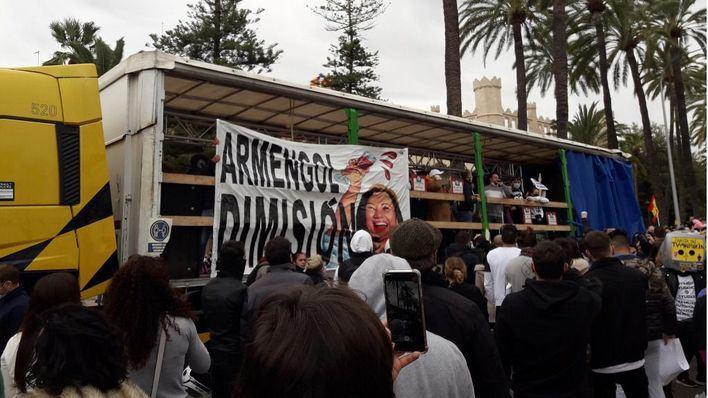 Tercera manifestación contra el Govern en Palma por el cierre de la restauración