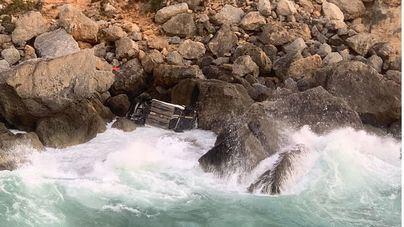 Una pareja cae al mar con su vehículo en Llucmajor