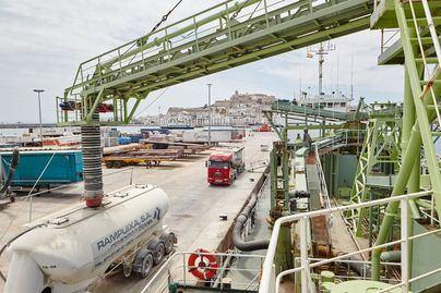 El tráfico de mercancías en los puertos de Baleares cae un 24 por ciento