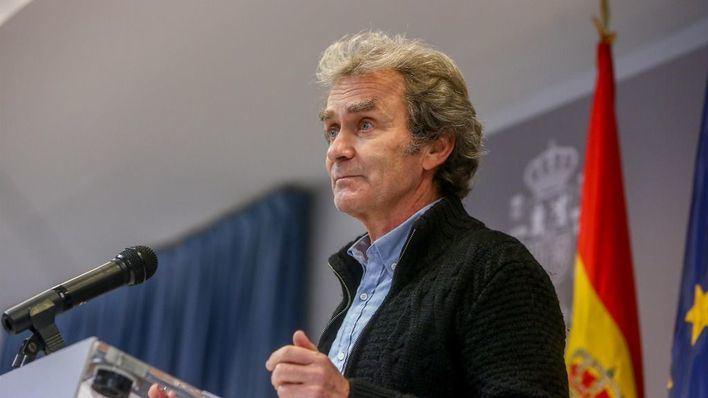 Simón anticipa que España podría no recomendar el producto de AstraZeneca para vacunar a los mayores