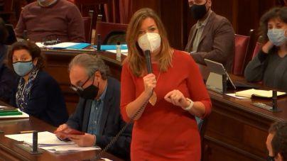 La consellera dice que el regidor de Maó vacunado