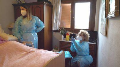 Comienza la vacunación de grandes dependientes a domicilio: ¿Cómo se hará?
