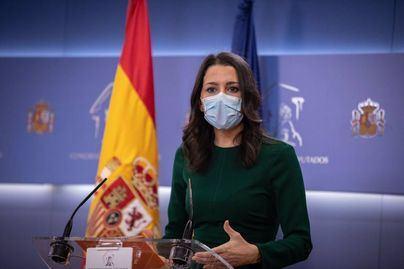 Arrimadas descarta dimitir tras la debacle electoral en Cataluña