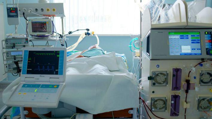 Seis muertos más en Baleares aunque bajan los contagios y la presión en UCI y planta