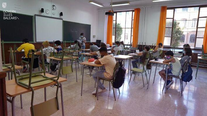 Fuerte descenso de los contagios en las aulas