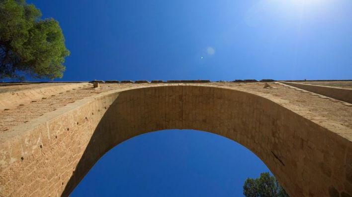 Una joven de 18 años se tira por el Pont dels Jueus de s'Arenal