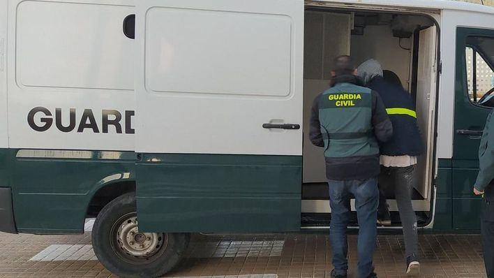 Detenido un delincuente habitual tras atracar una gasolinera en Ibiza