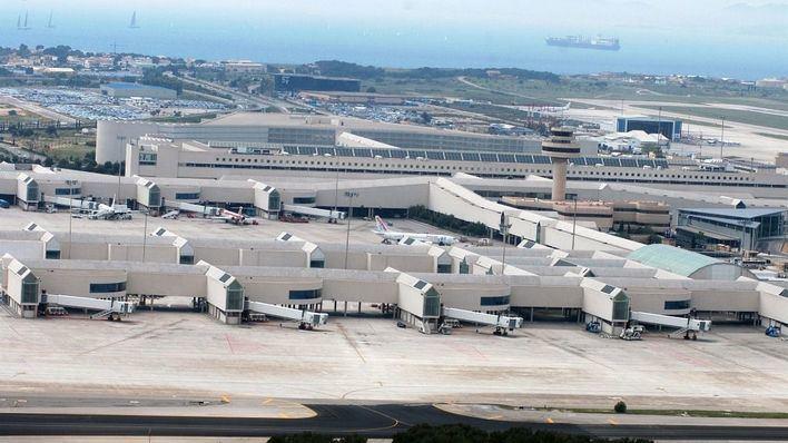 La CNMC congela las tarifas aeroportuarias de Aena durante 2021