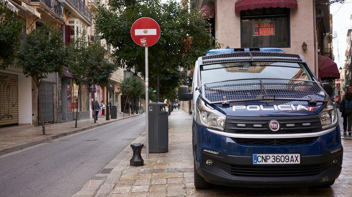 Seis menores prenden fuego en Palma a un vehículo con una mujer en su interior
