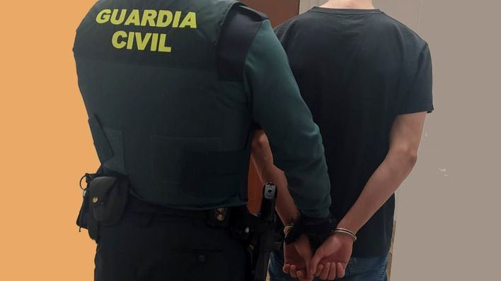 Tres detenidos por tratar de robar tubos de cobre en el aeródromo de Son Bonet