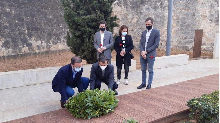 El cementerio de Palma acoge el homenaje a las víctimas de la Guerra Civil y el franquismo