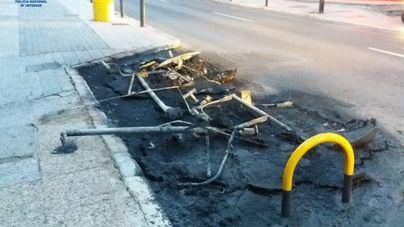 Detenido tras quemar dos contenedores en la Avenida Joan Miró