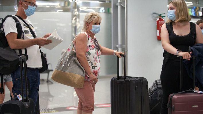 Los hoteleros urgen a activar el pasaporte de vacunación