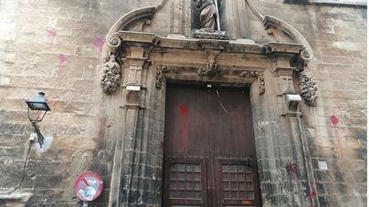 Vox exige que se limpien las pintadas de la iglesia de la Santa Creu